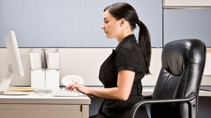 Uzun süre masa başında oturmanın zararları