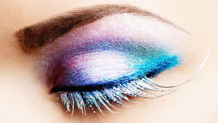 Göz makyajı ile gözlerinizi renklendirin