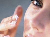 Göz çevresi kırışıklıklarına bitkisel çözüm