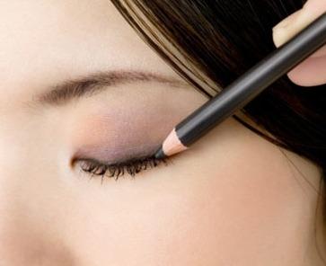 Hassas Gözlere Nasıl Makyaj Yapılır