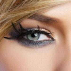 Siyah Göz Makyajı Nasıl Yapılır
