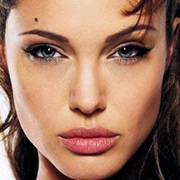 Angelina Jolie Dudaklarının Sırrı Bal