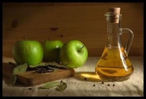 sivilceler-icin-elma-sirkesi-maden-suyu