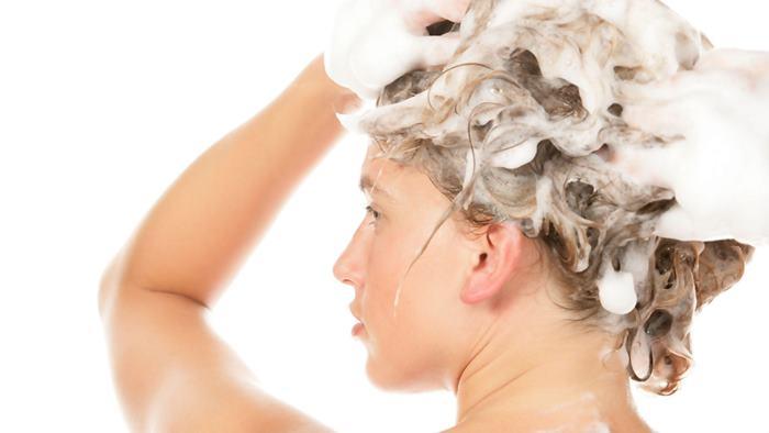 Saçları sık sık yıkamak zararlı mı?