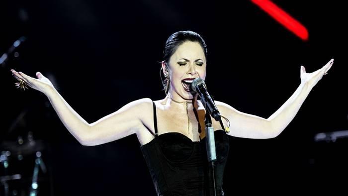 Photo of Şebnem Ferah Ben Bir Mülteciyim Şarkı Sözü