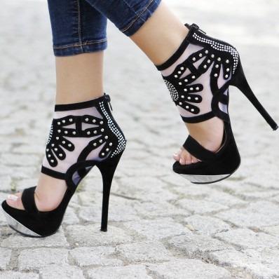siyah-topluklu-ayakkabi-modelleri