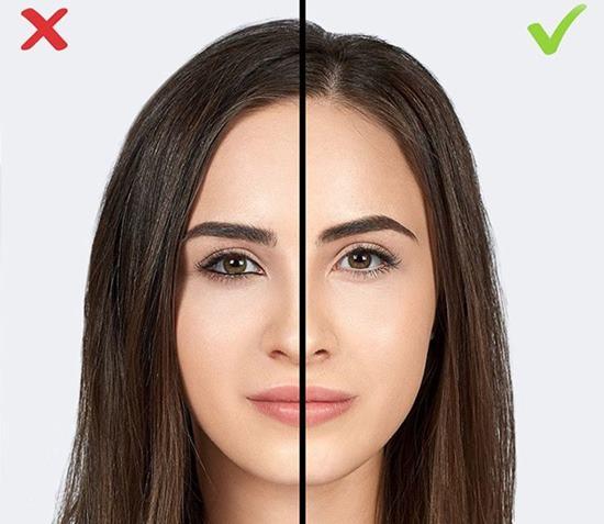 Göz kapağının altına koyu renk göz kalemi uygulamak