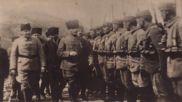 Atatürk İle İlgili Görseller