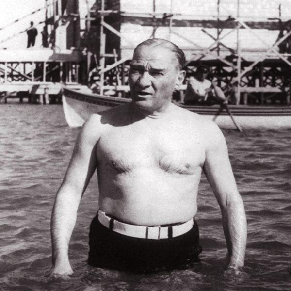 Atatürk'ün Mayolu Resmi